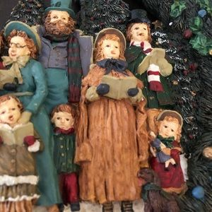 None Accents - Resin Christmas Carolers Wreath in Original Box